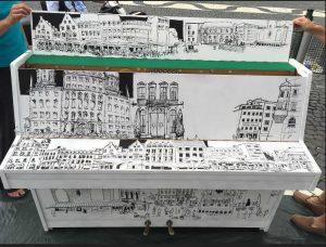 Das von den Urban Sketchers gestaltete Piano schaut einfach umwerfend aus.