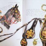 Vorbereitungen und Durchführung der Parade zum Prinsjesdag zeichnerisch dokumentiert, hier prächtiges Zaumzeug mit goldenen Beschlägen.