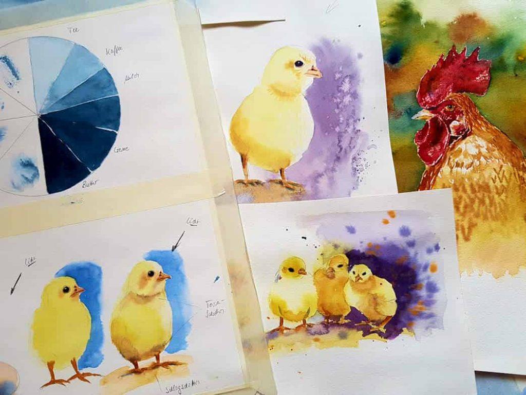 Zu sehen sind Küken mit Schatten und Hintergrund, Farbübungen mit verschiedenen Anteilen an Wasser und ein Huhn.