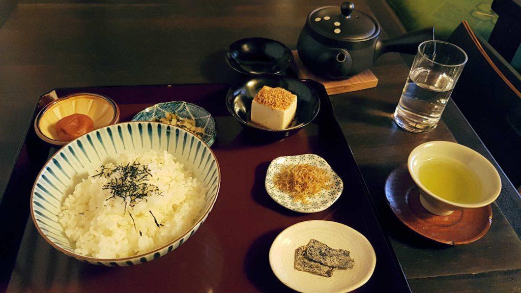 Das unglaublich intensive Essen im Sabo Kinkakuan