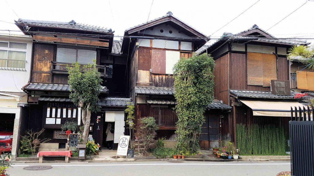 Die Frontseite vom Tatami-Restaurant Sabo Kinkakuan