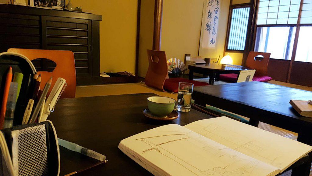 Der Innenraum vom Tatami-Restaurant Sabo Kinkakuan